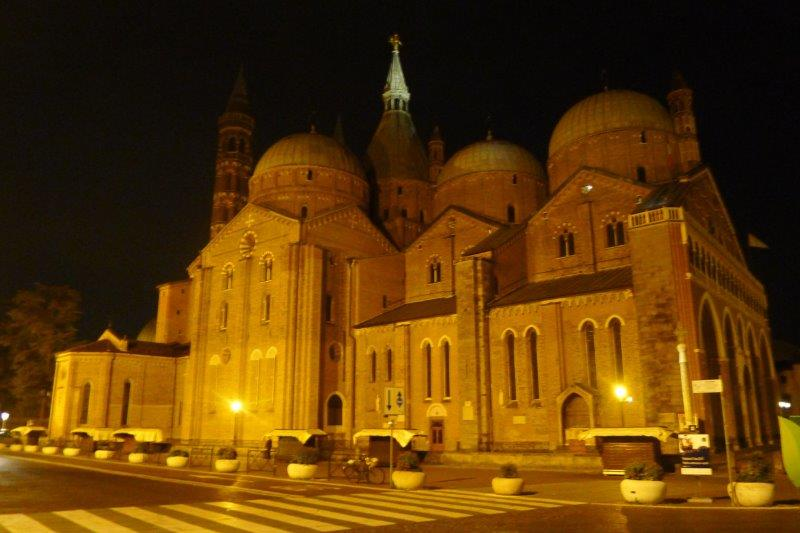 Basilica of Saint Anthony at night