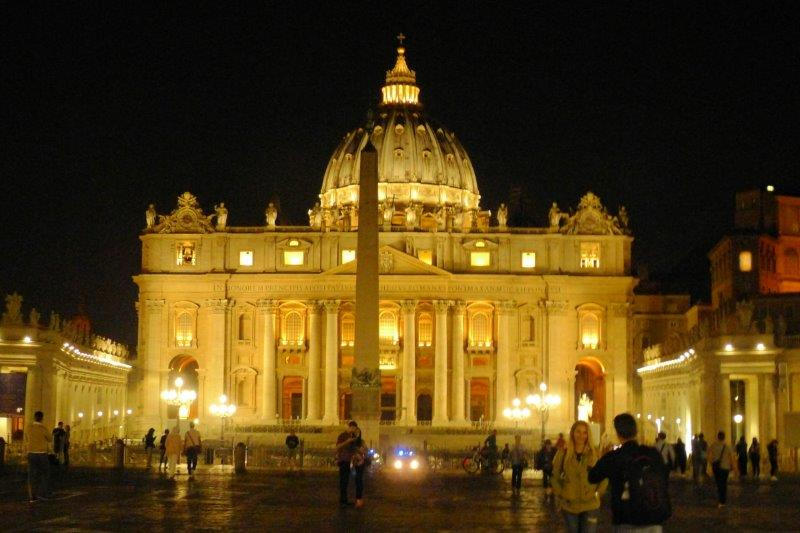 rome st peters at night