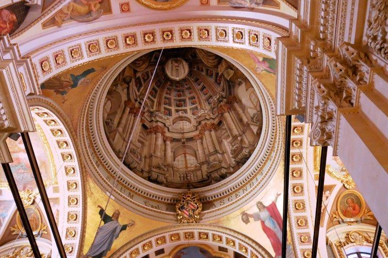 Fake dome in the cathedral